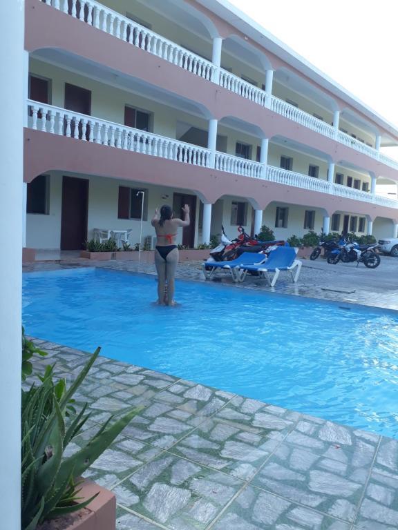 Piscina de la sau aproape de Apartahotel Villa Facal