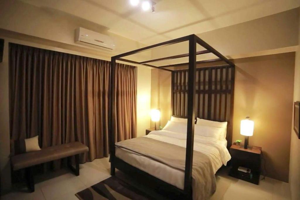 A bed or beds in a room at Pico de Loro 2br condo