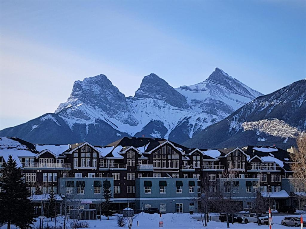 Sunset Resorts Canmore and Spa during the winter