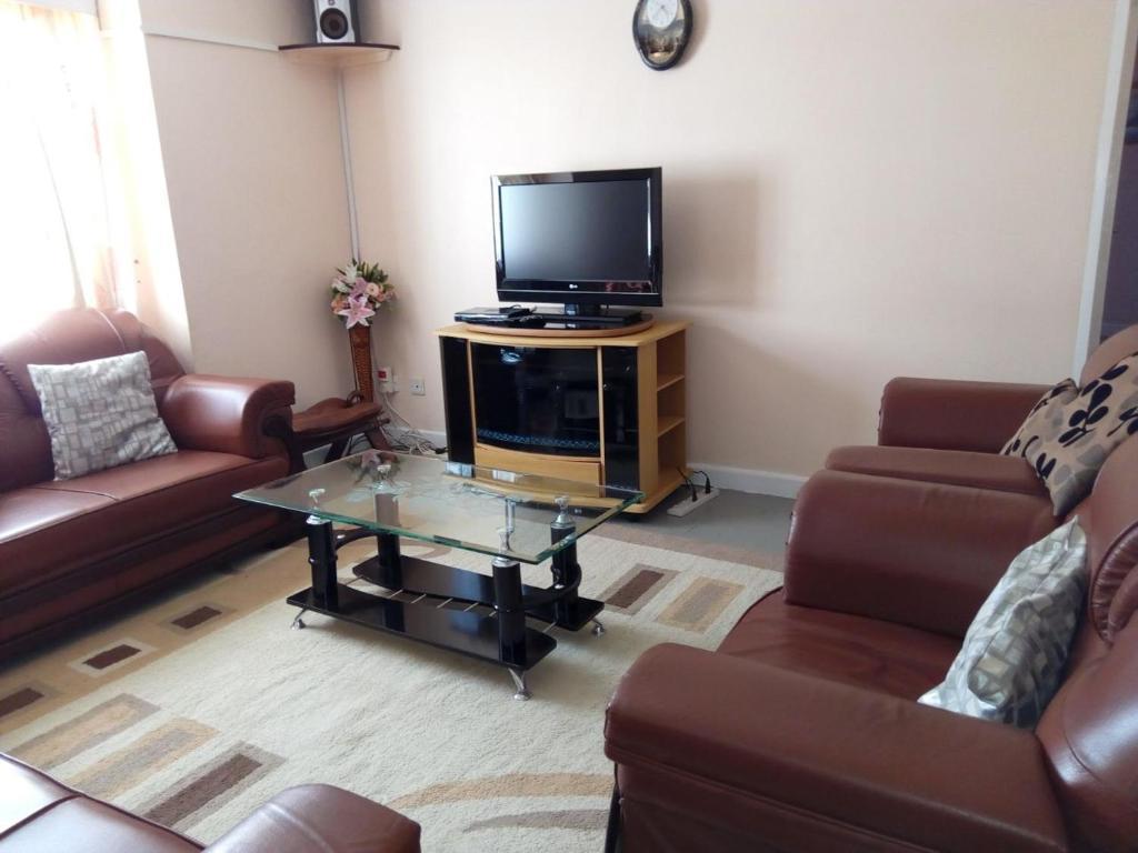 Pleasing Apartment Afrikim Nairobi Kenya Booking Com Theyellowbook Wood Chair Design Ideas Theyellowbookinfo