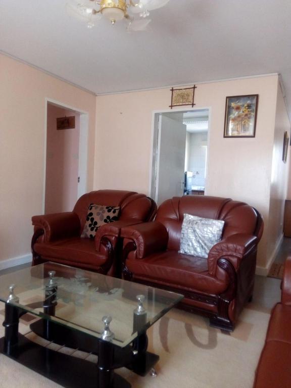Wondrous Apartment Afrikim Nairobi Kenya Booking Com Theyellowbook Wood Chair Design Ideas Theyellowbookinfo