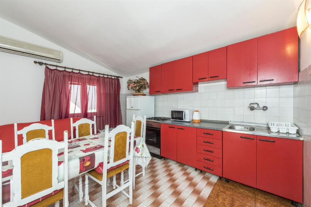 Apartments and Rooms Dragica