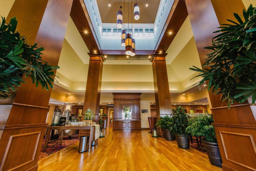The lobby or reception area at Hilton Garden Inn Manchester Downtown