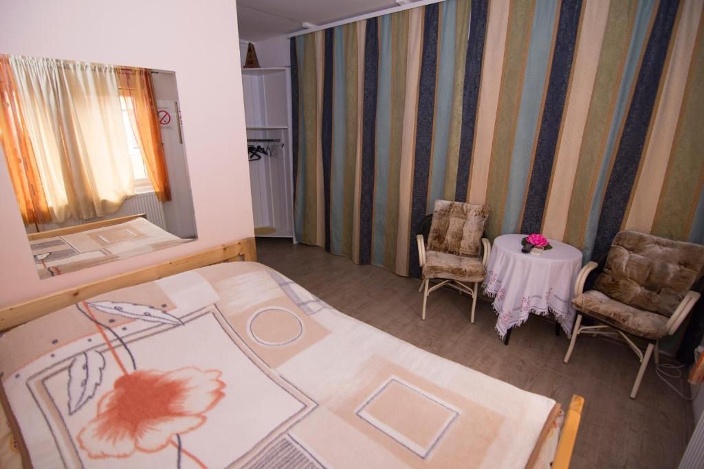 A bed or beds in a room at Šmek