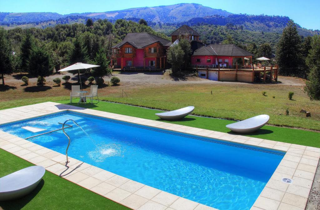 The swimming pool at or near Complejo Puerto Malén Club de Montaña