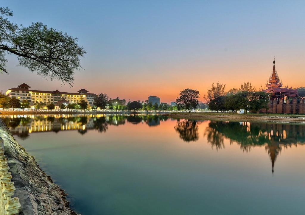 The swimming pool at or close to Hilton Mandalay