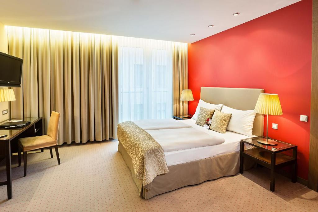 A bed or beds in a room at Austria Trend Hotel Savoyen Vienna