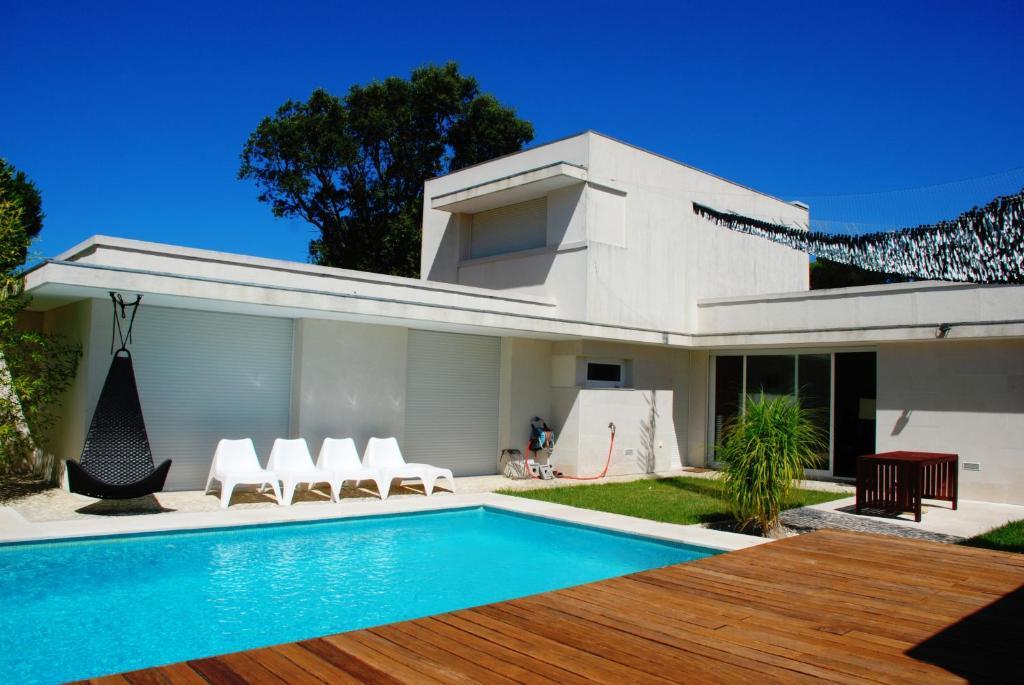 Villa by woods & beach (Portugal Aldeia do Meco) - Booking.com