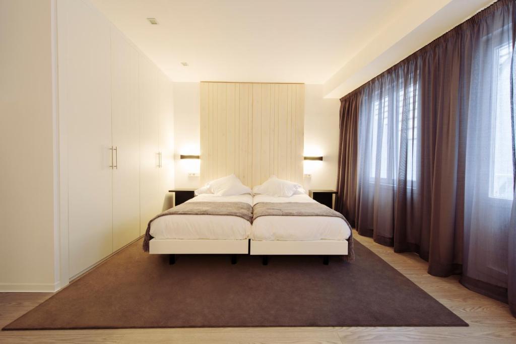 Strange Hotel Lois A Coruna Spain Booking Com Machost Co Dining Chair Design Ideas Machostcouk
