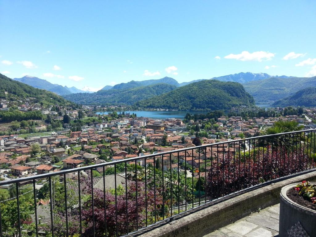 reputable site 7b52c 42e69 Villa Banfi, Lavena Ponte Tresa, Italy - Booking.com