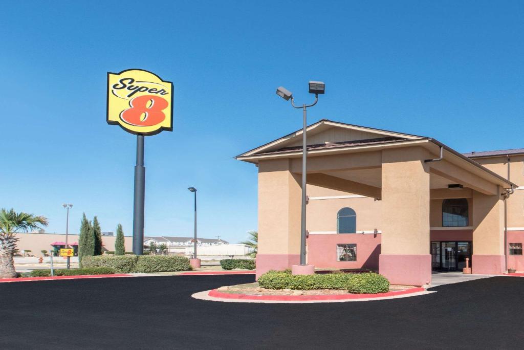Super 8 by Wyndham Abilene South,