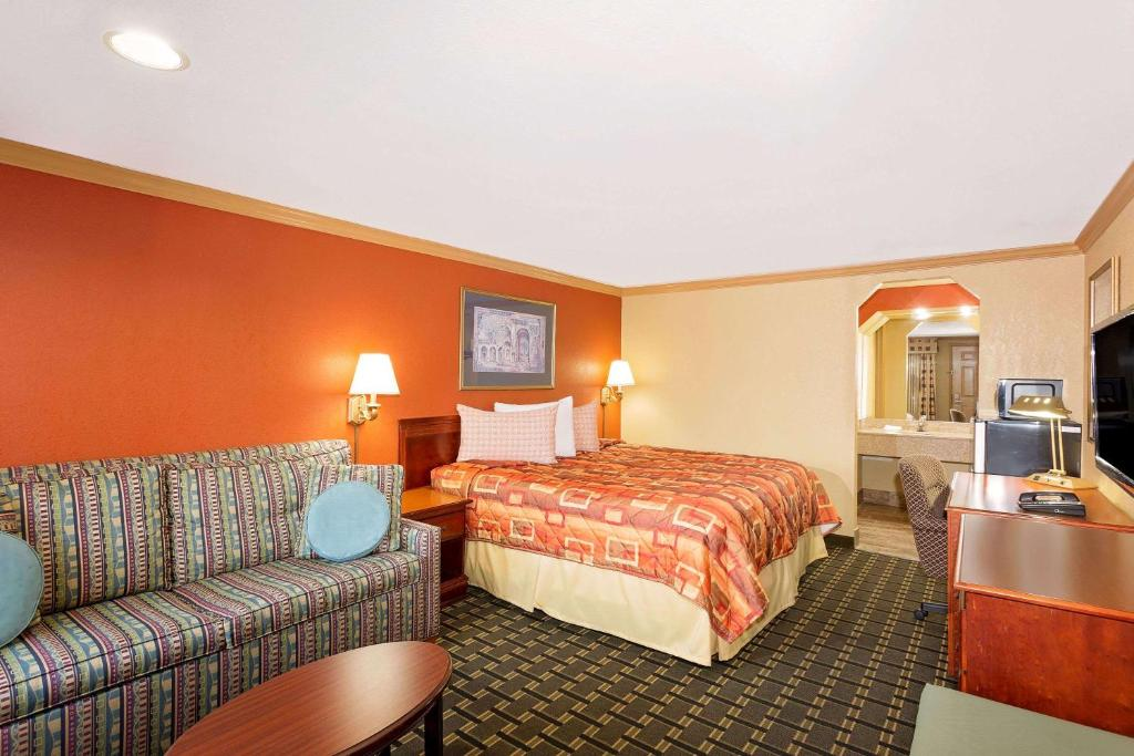 A bed or beds in a room at Knights Inn Port Charlotte