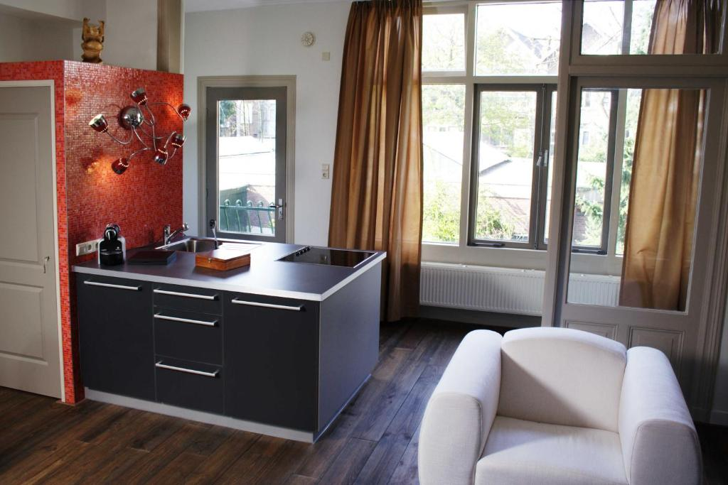 A kitchen or kitchenette at Short stay Appartement Dependance Rotterdam