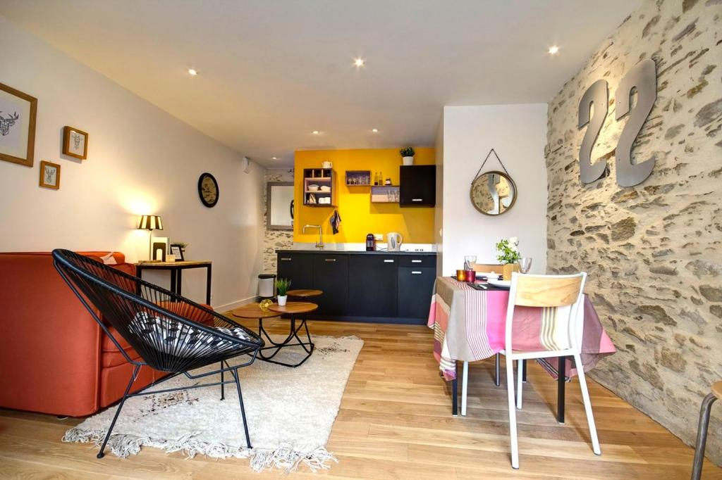 A kitchen or kitchenette at Le 22 grand rue