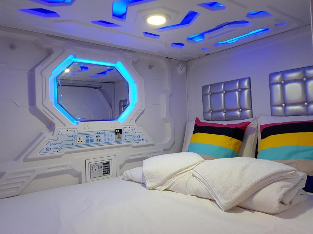 Capsule Hotel Galaxy Pods @ Chinatown, Singapore, Singapore