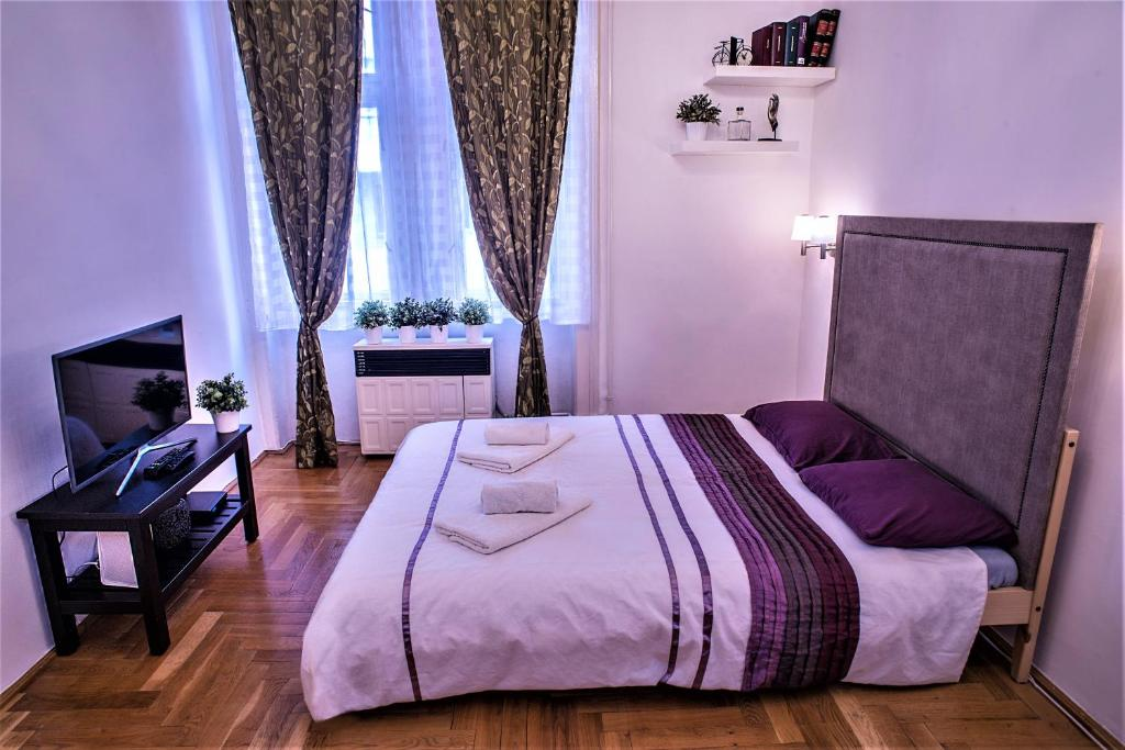 A bed or beds in a room at Nice apartment in the city center