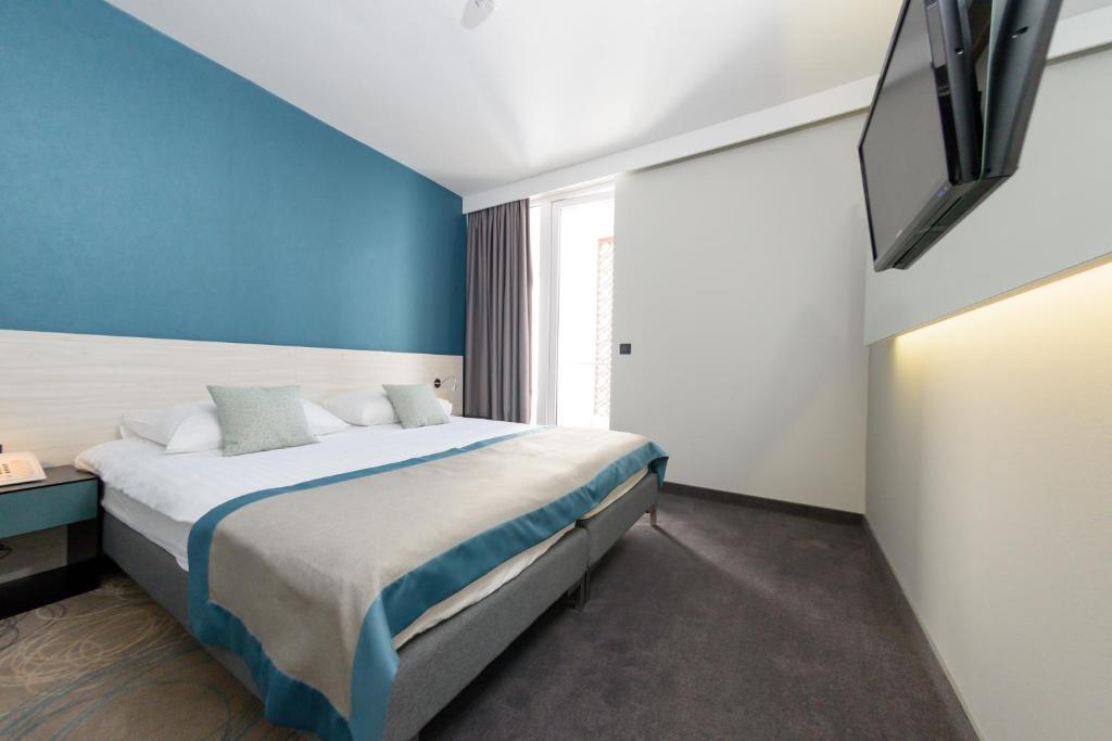 Ein Bett oder Betten in einem Zimmer der Unterkunft Hotel Kolovare