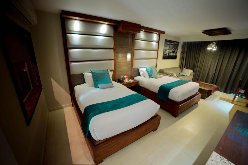 A bed or beds in a room at Fairway Hotel & Spa