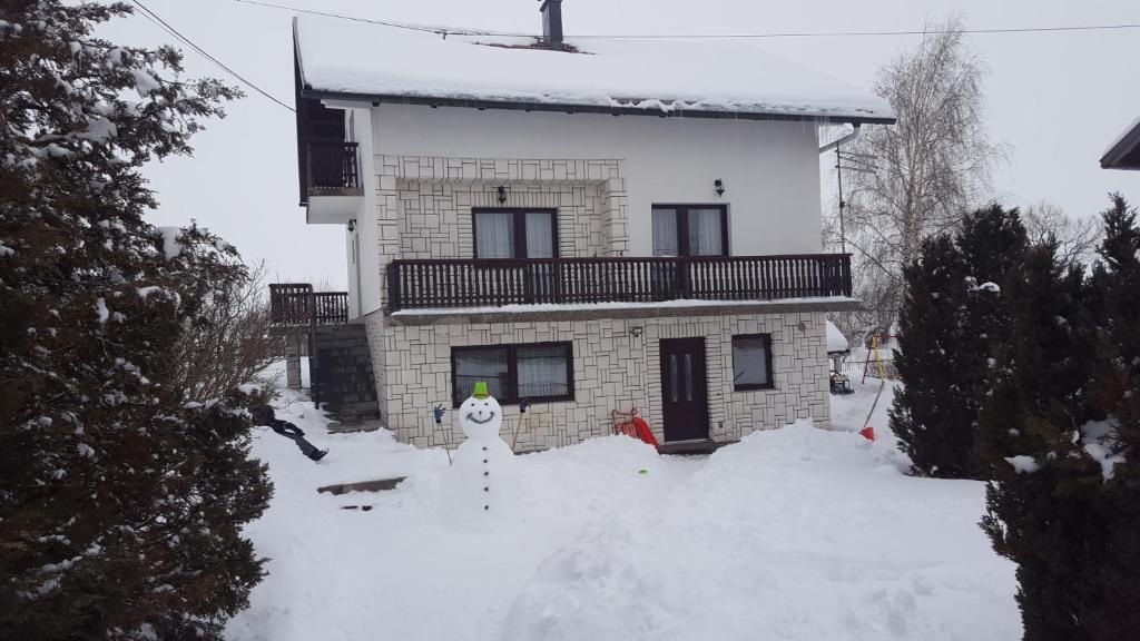Apartmani Matko during the winter