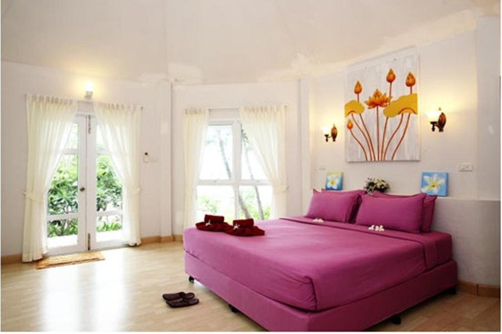 Кровать или кровати в номере Nimmanoradee Resort