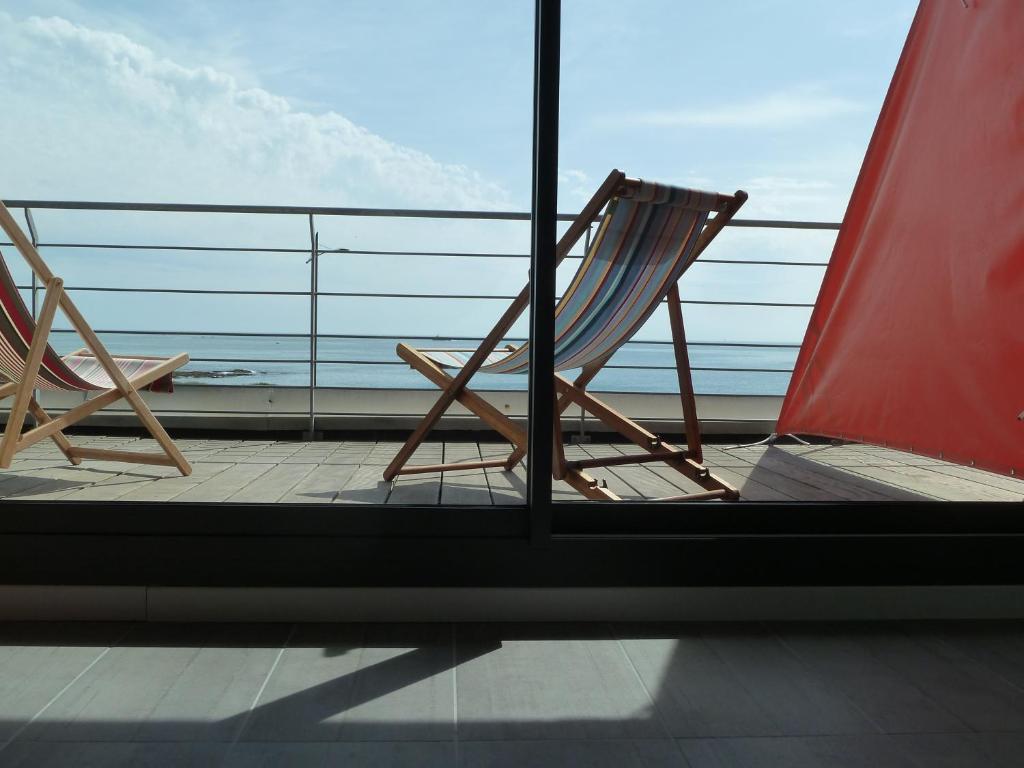 Ein Balkon oder eine Terrasse in der Unterkunft Villa Océan - B&B vue Mer