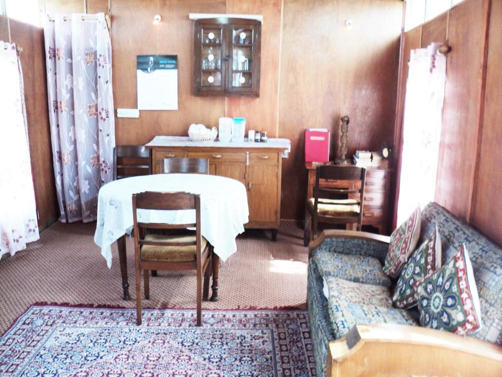 Houseboat Kohisar