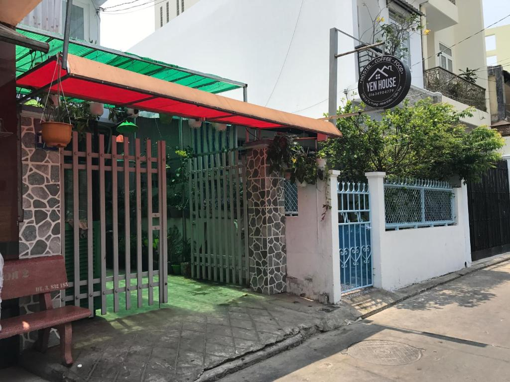 Yen house