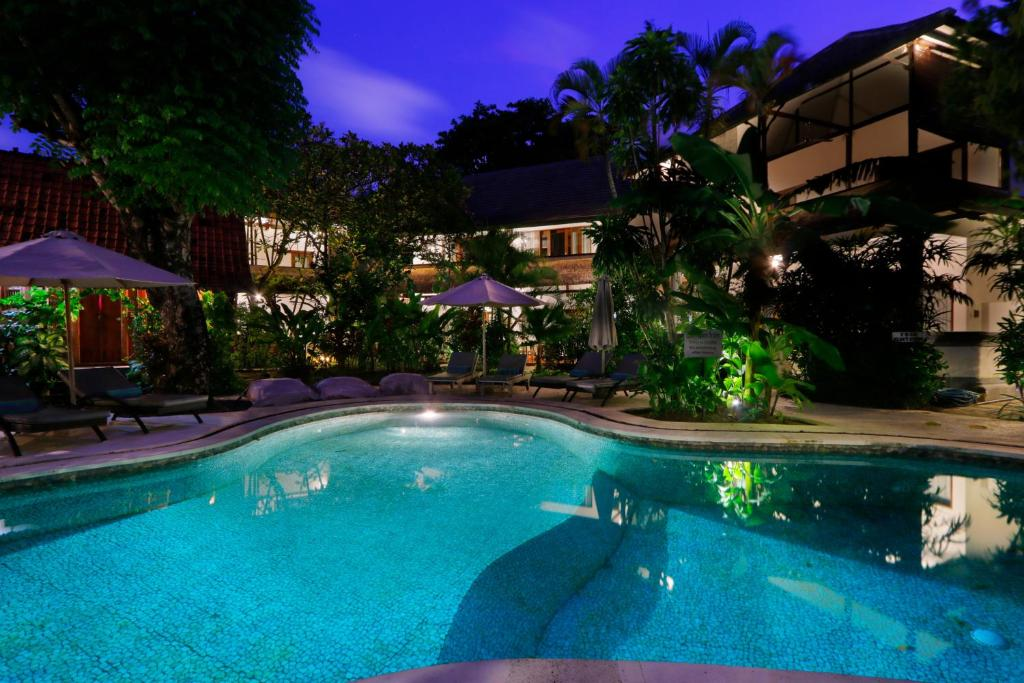 The swimming pool at or close to Bali Hotel Pearl