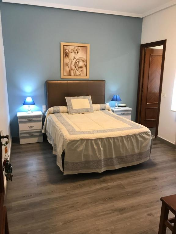 A bed or beds in a room at Hostal imperio