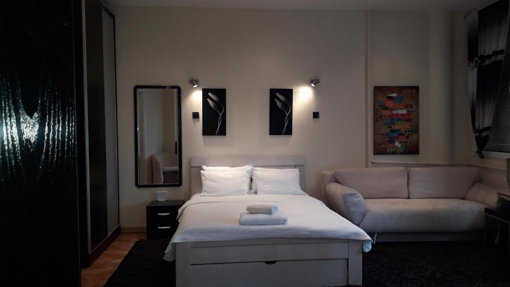 Studio Apartment Panorama