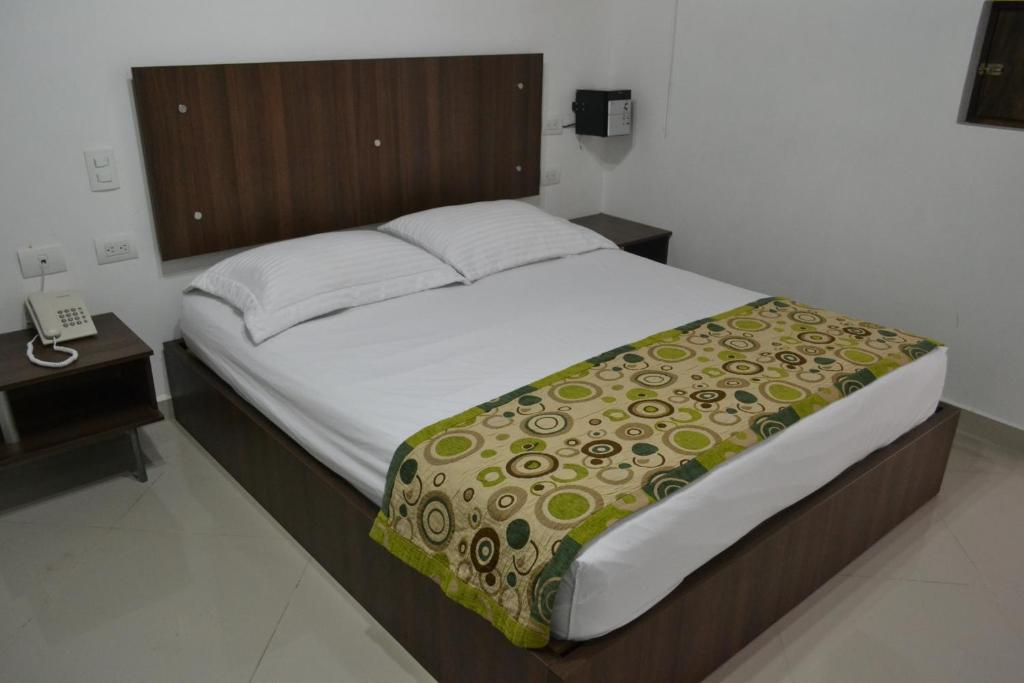 A bed or beds in a room at Hotel Punto Dos