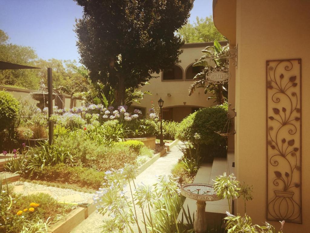 A garden outside Dunton Guest House