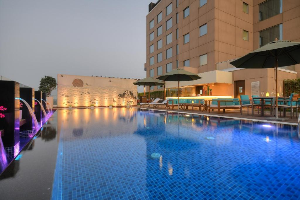 Hotel Courtyard By Marriott Surat India Bookingcom