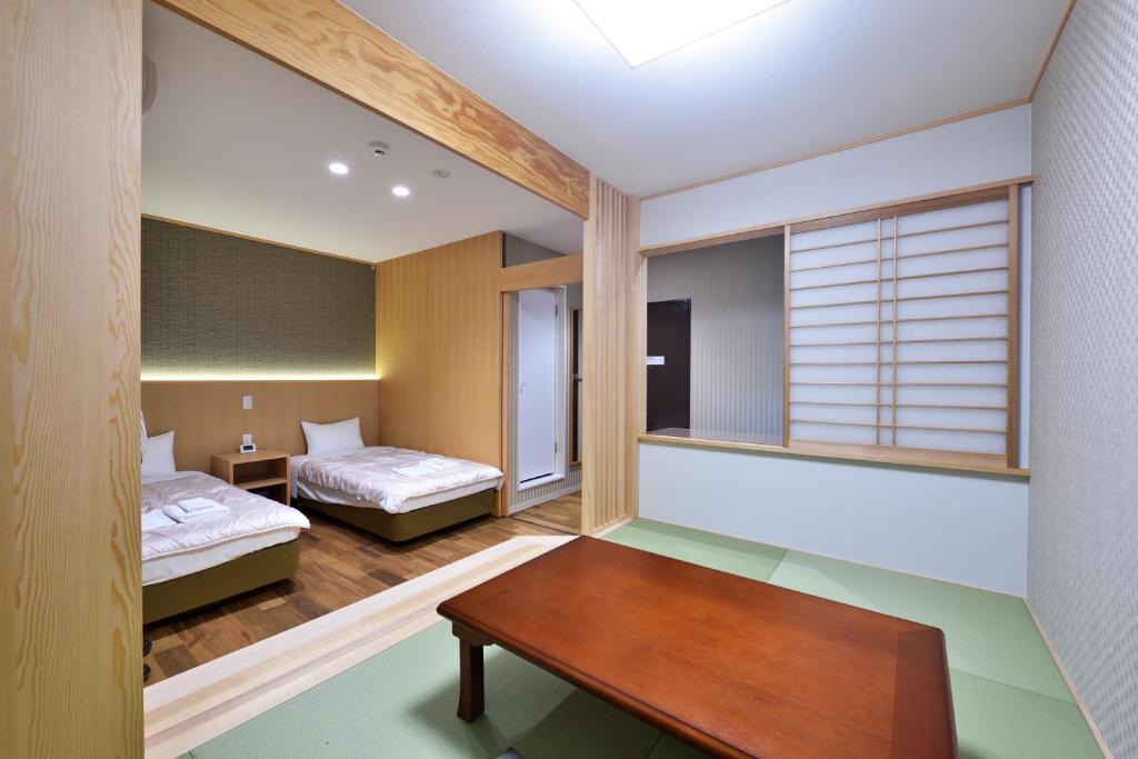 A bed or beds in a room at Hotel Hanakomichi