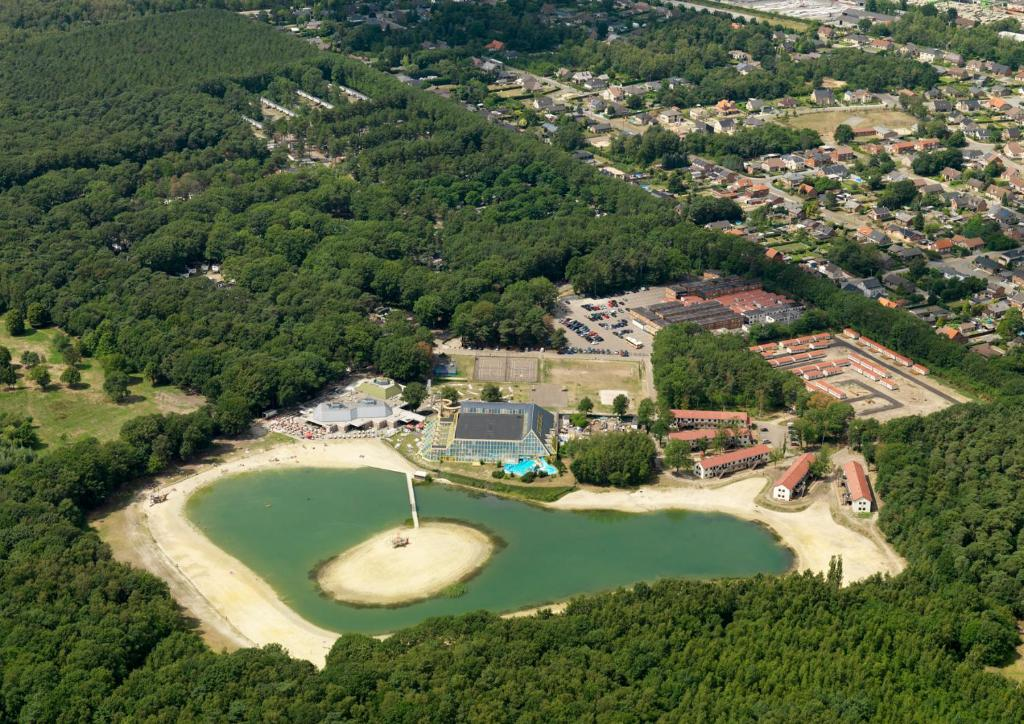 Een luchtfoto van Oostappen Vakantiepark Hengelhoef