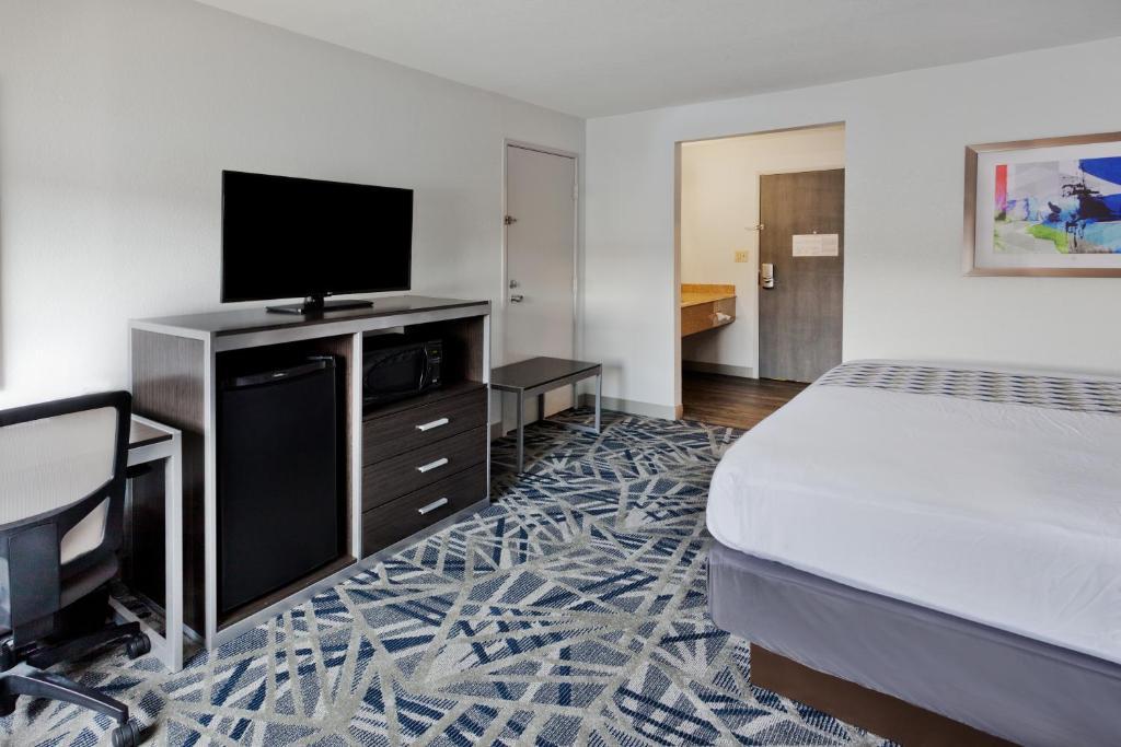 La Quinta & Suites Montgomery Carmichael Road