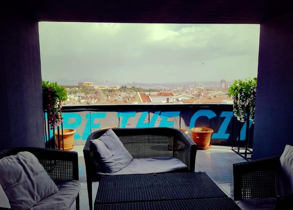 A balcony or terrace at Inn 14 Hostel