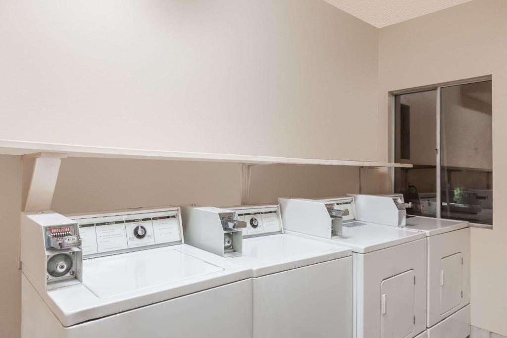 Ramada Limited Suites - Bakersfield