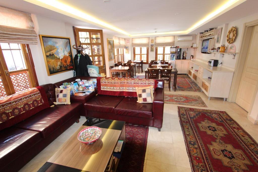 Лобби или стойка регистрации в Sultan House