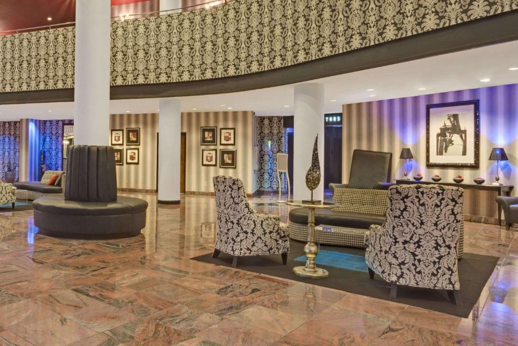 The lobby or reception area at Wyndham Garden Norfolk Downtown