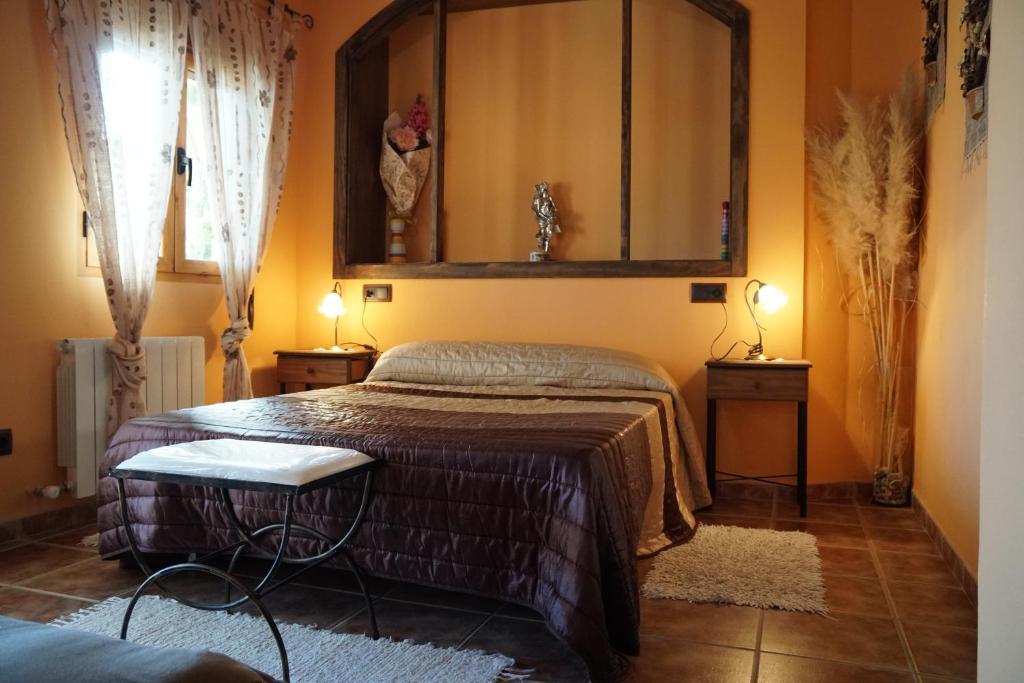 A bed or beds in a room at Rural La Parra Castril