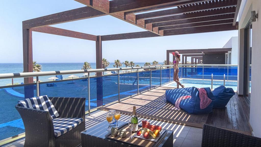 Poolen vid eller i närheten av All Senses Nautica Blue Exclusive Resort & Spa