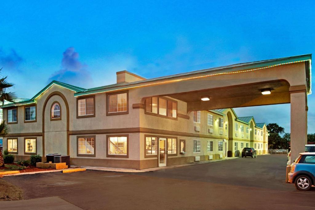 Days Inn by Wyndham San Antonio Airport.