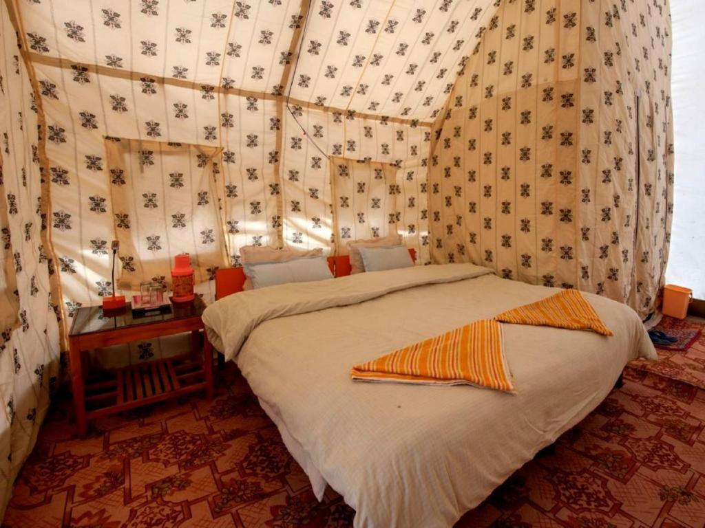 A bed or beds in a room at TIH Tsokar Eco Resort
