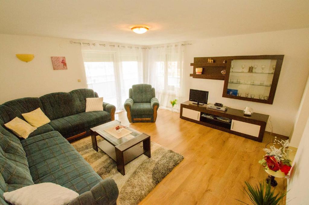 Ein Sitzbereich in der Unterkunft Apartment Edita