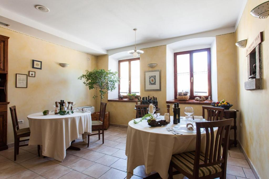 Restorāns vai citas vietas, kur ieturēt maltīti, naktsmītnē Špacapan House