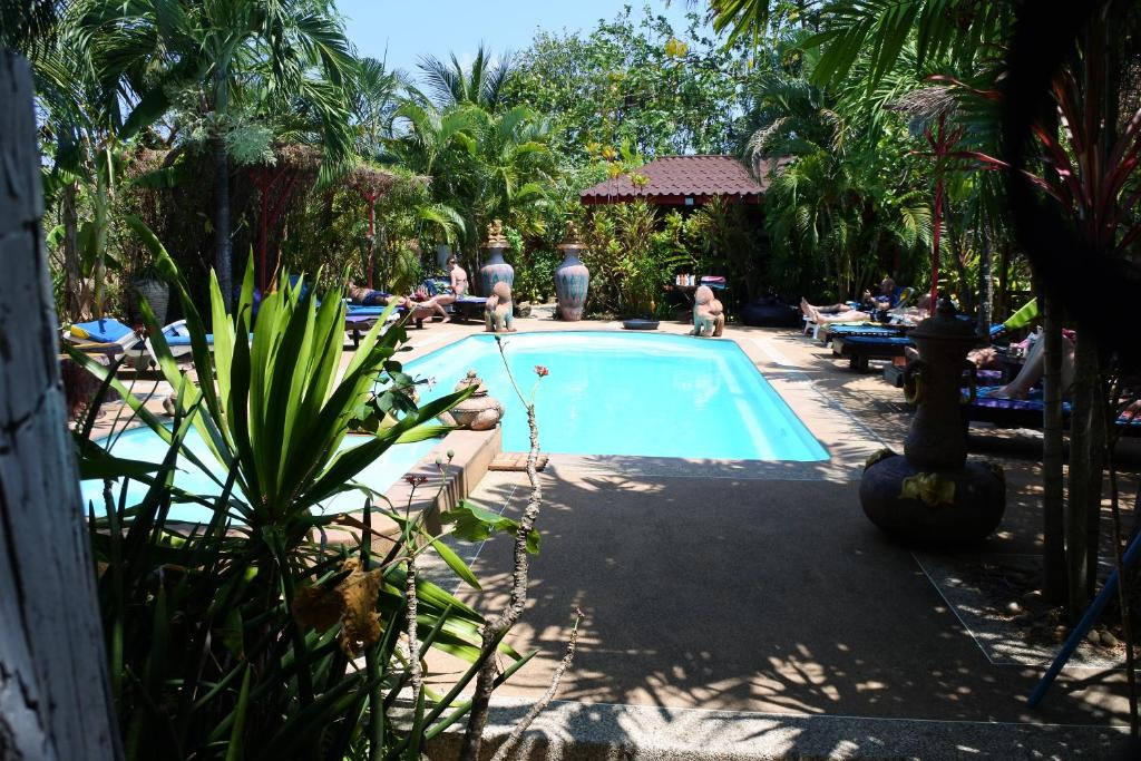A piscina localizada em Ban Elephant Blanc ou nos arredores