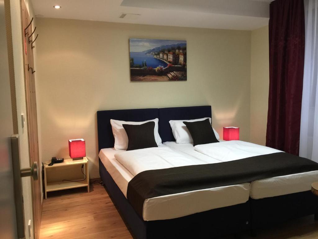 auf Füßen Bilder von Werksverkauf neuesten Stil von 2019 Hotel Lloyed, Frankfurt, Germany - Booking.com