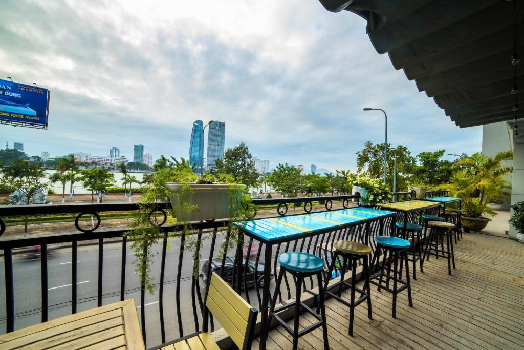 Изглед към басейн в Palmier Hotel Da Nang или наблизо