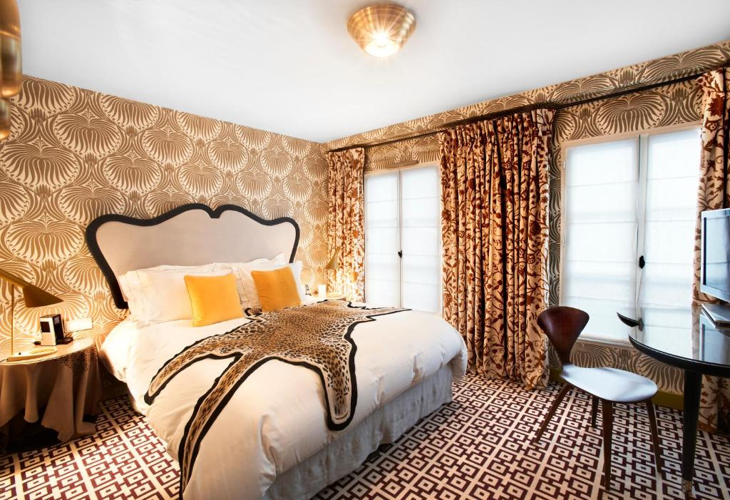 A bed or beds in a room at Hôtel Thoumieux